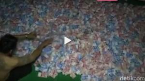 Ini Dia Perekam Video Kades Nono Tidur di Atas Tumpukan Uang