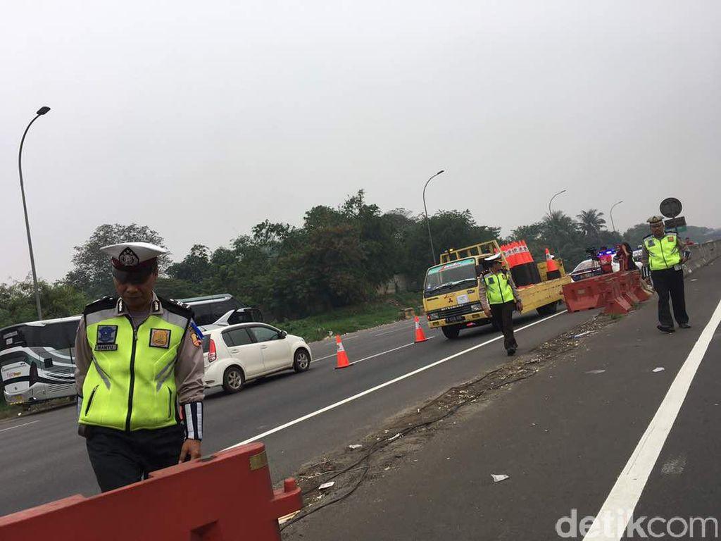 Urai Kemacetan, Polisi Terapkan Contraflow di Tol Cikarang Utama