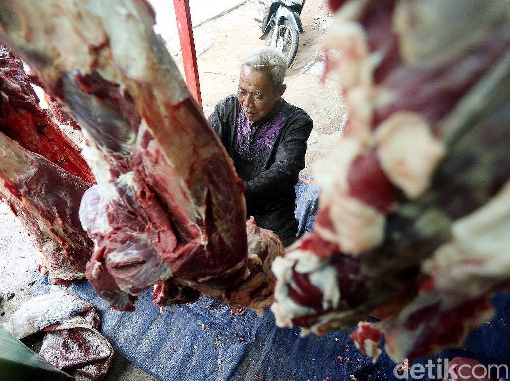 Pedagang Daging Musiman Buka Lapak di Jati Asih