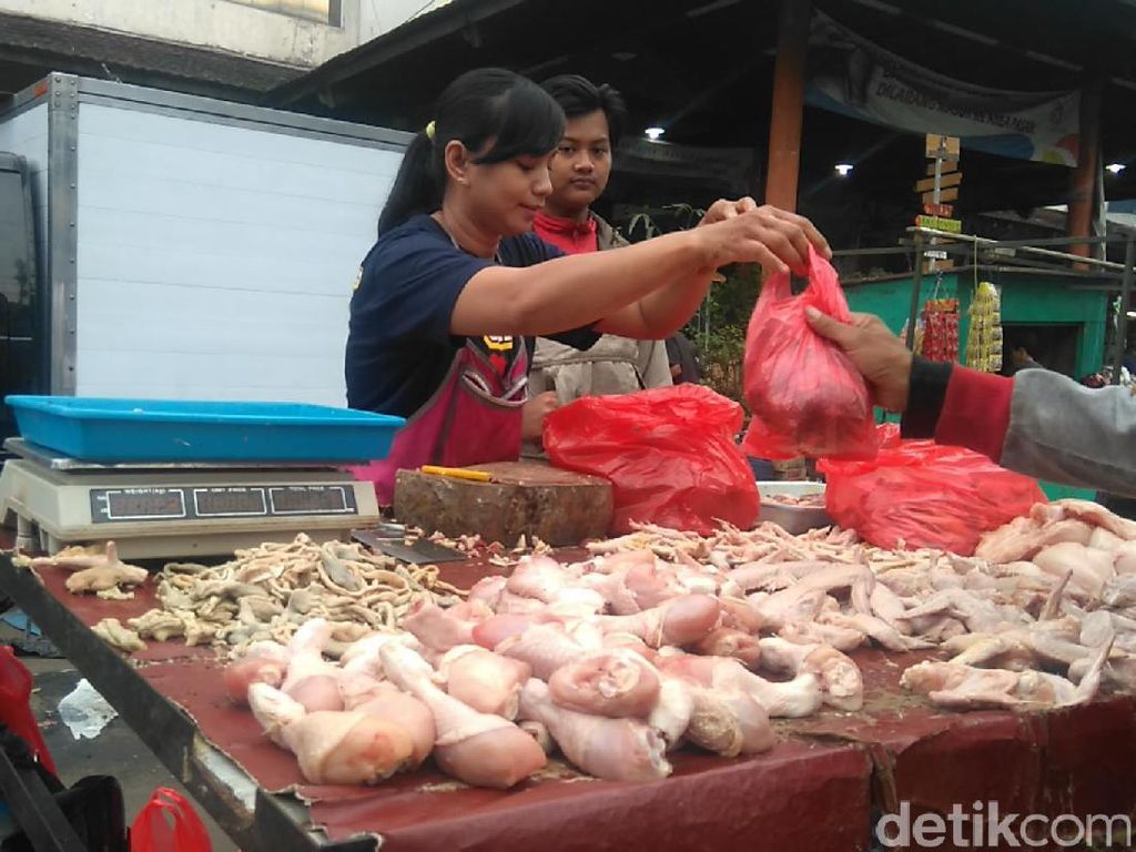 Jelang Lebaran, Pemkot Bandung Tambah Stok Daging Ayam-Sapi
