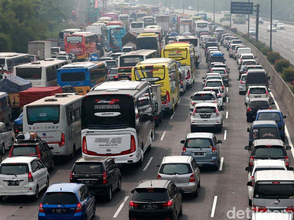 Lalin Tol Jakarta-Cikampek Padat, Bitung-Tomang Lancar