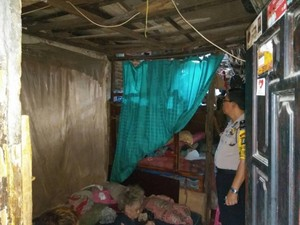 Bantu Sesama, Polres Jakpus Bedah Rumah Nenek Tukini