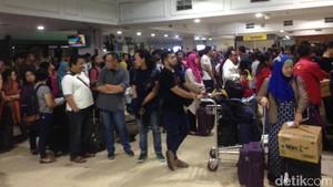 Sejak Dini Hari Pemudik Sudah Antre di Bandara Halim Perdanakusuma