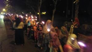 Gema Takbir Hingga Pawai Obor Menyambut Idul Fitri di Surabaya