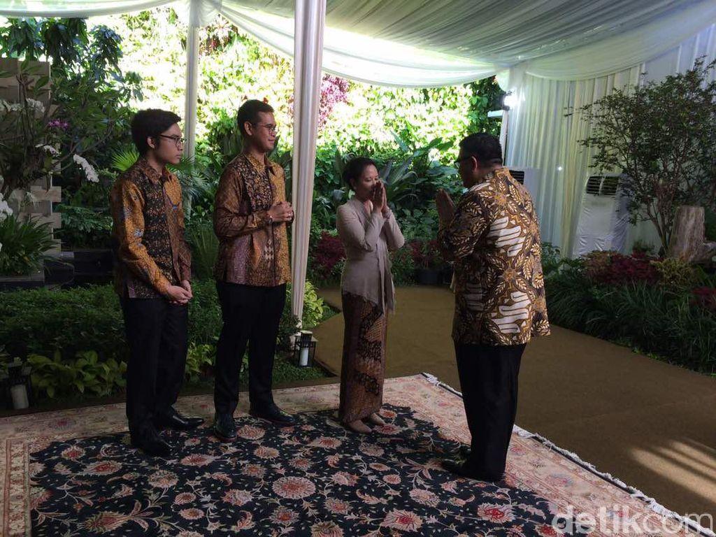 Open House Lebaran, Rumah Menteri Rini Diserbu Bos-bos BUMN