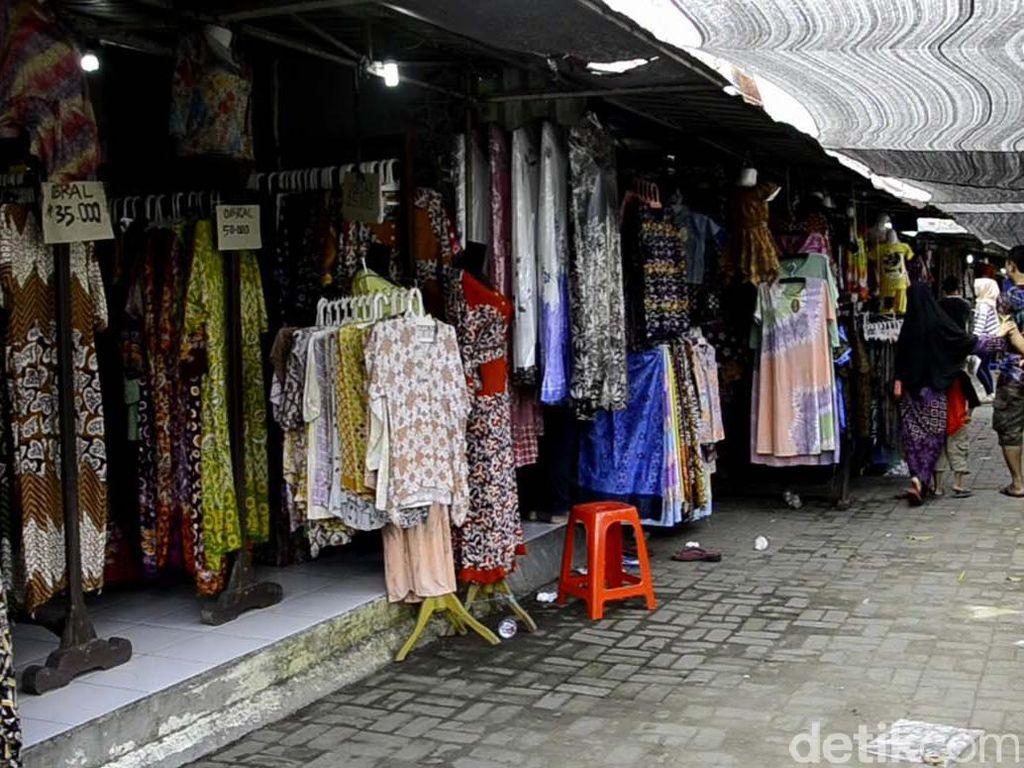 Pemudik Lewat Tol, Omset Pedagang Batik Pekalongan Turun