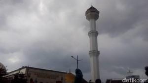 Polisi Buru Penyebar <i>Hoax</i> Menara Masjid Agung Bandung Roboh