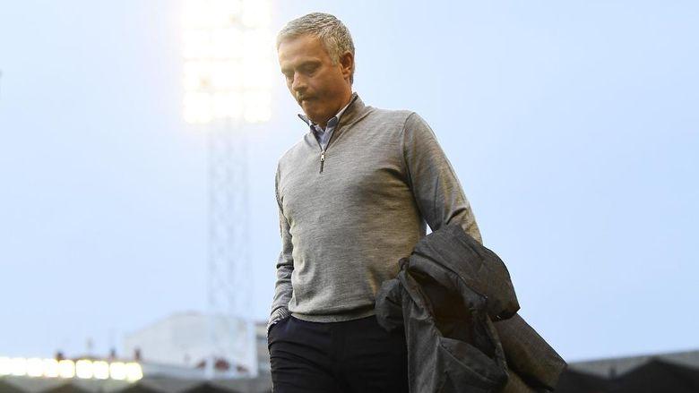Jose Mourinho Berduka, Ayahnya Meninggal Dunia