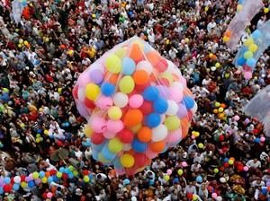 Tradisi Lepas Balon di Idul Fitri: dari Yerusalem hingga Jateng