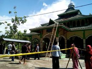 Balon Udara Terbakar dan Jatuh Menimpa Masjid di Ngawi