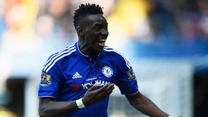 Transfer Bertrand Traore membuat Chelsea terancam hukuman larangan transfer selama 2 tahun. (Foto: Mike Hewitt/Getty Images)