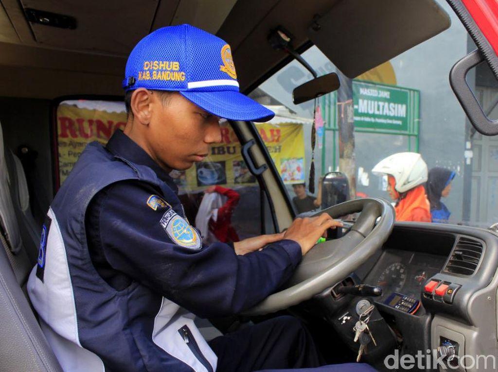 Dishub Bandung Lakukan Uji Kelaikan Kendaraan