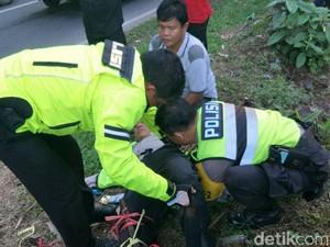 Hindari Truk Rem Blong, Petugas Lantas Polres Subang Patah Kaki