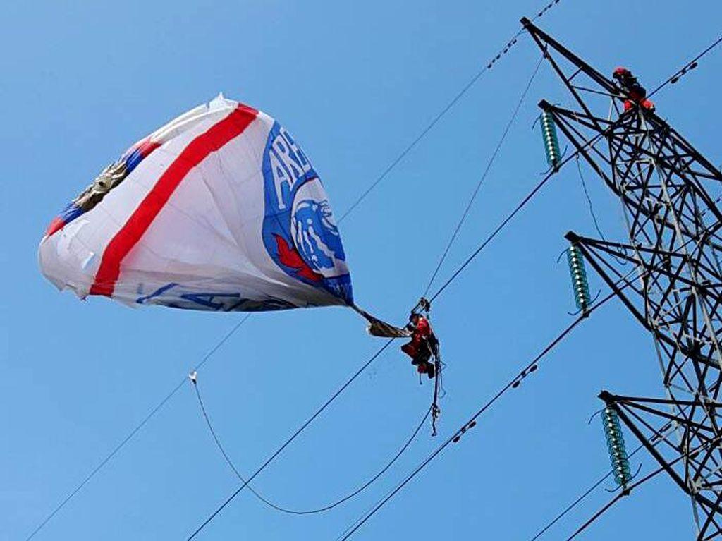 Tersangkut Balon Udara, Jaringan Listrik di Wonosobo Padam