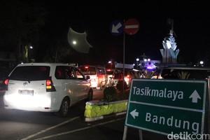 Garut-Bandung via Kadungora <i>Stuck</i> Hingga ke Pusat Kota Garut
