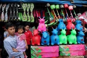 Pasar Gembrong Ramai Dipadati Pembeli