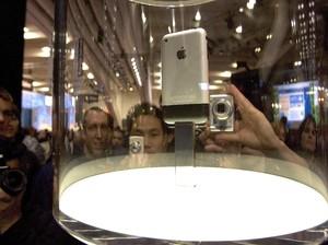 Momen Saat Apple Melahirkan iPhone