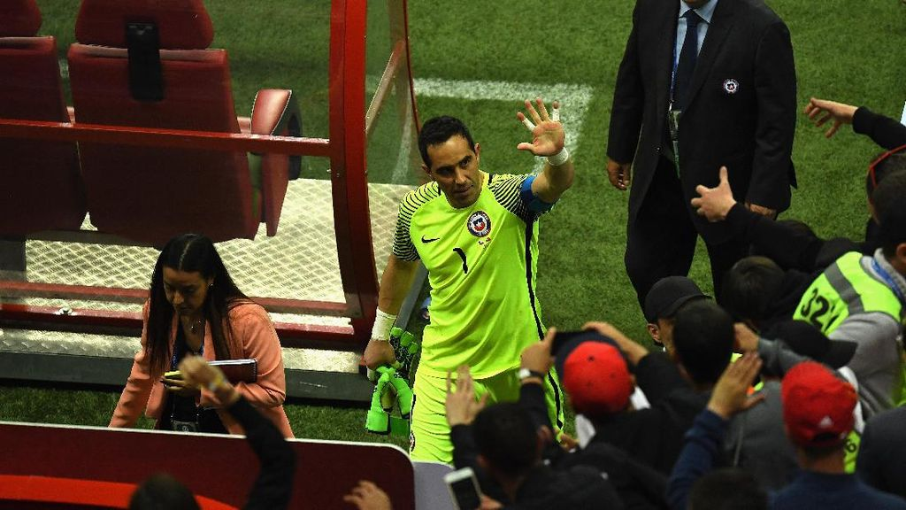 Masih Cedera, Bravo Malah Jadi Pahlawan Chile