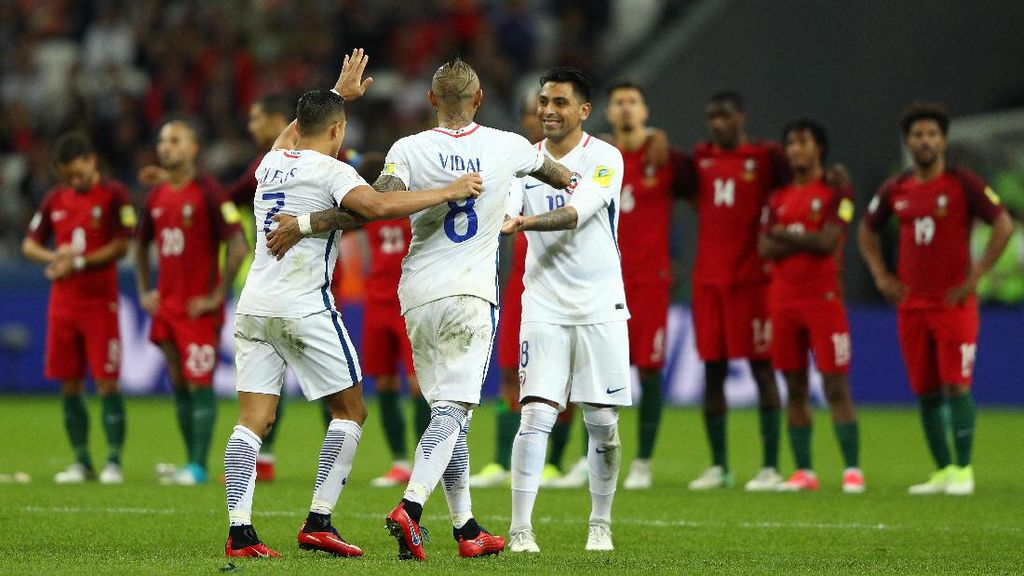 Bravo Gagalkan Tiga Penalti Portugal, Chile ke Final