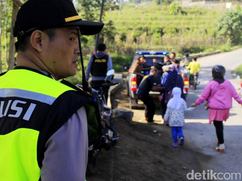 Ojek dan Taksi Gratis dari Polsek Ibun di Lingkar Kamojang