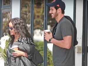 Rihanna Dikabarkan Hamil Anak Hassan Jameel