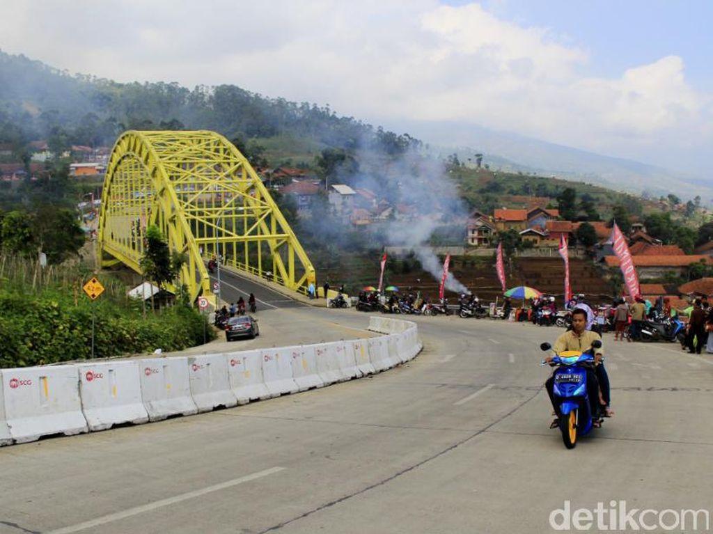 Kamojang Hill Bridge Jadi Favorit Pemudik untuk Berfoto