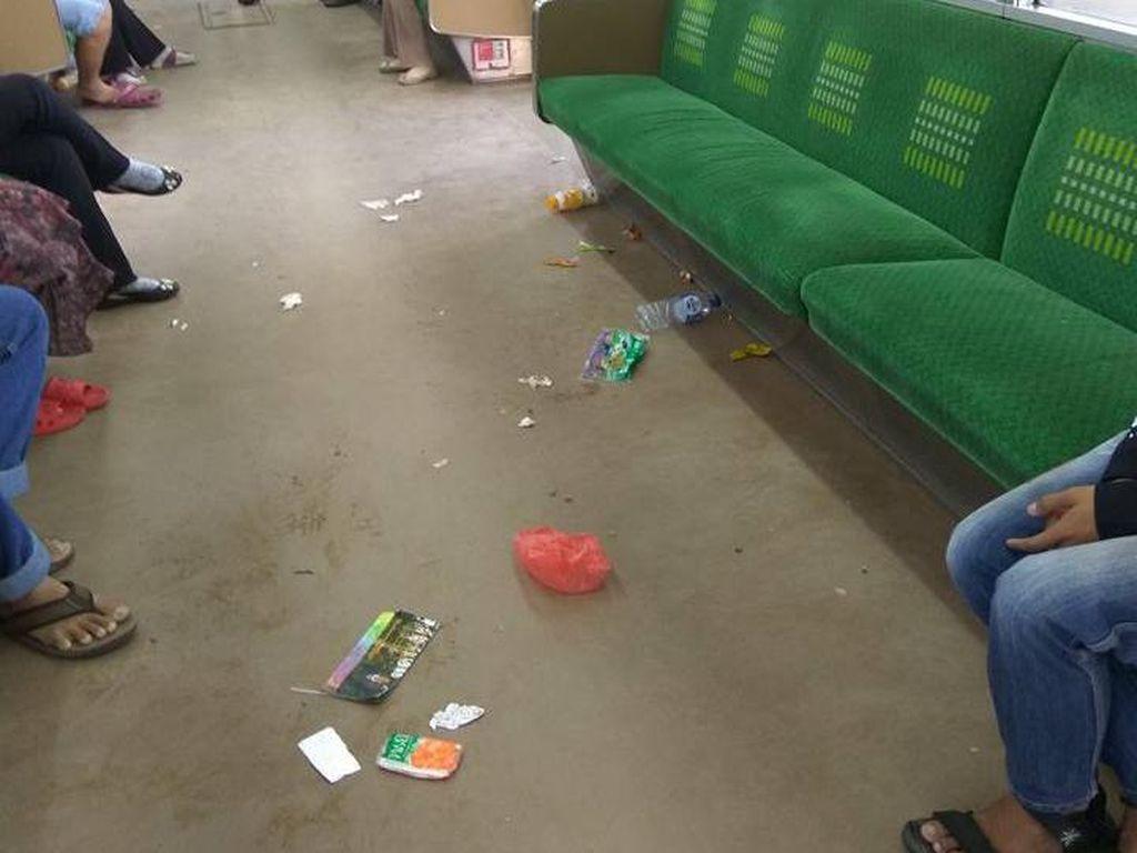 Viral Foto Sampah Berceceran di Gerbong KRL, Ini Kata KCJ