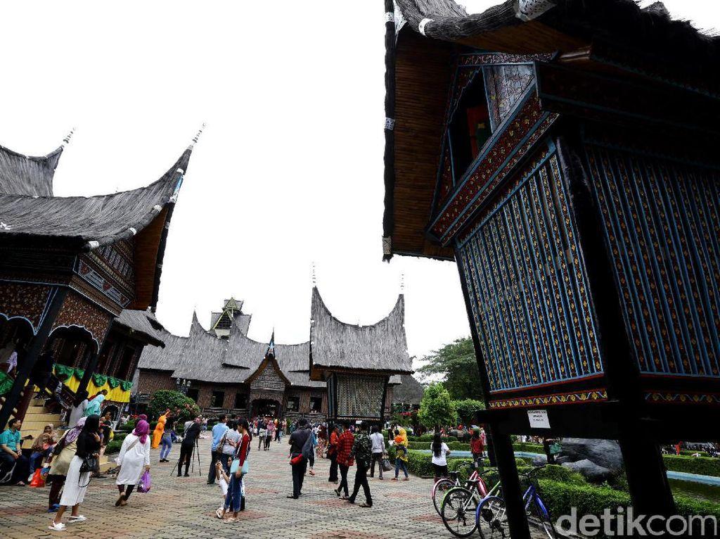 Libur Lebaran, 260 Ribu Orang Kunjungi TMII