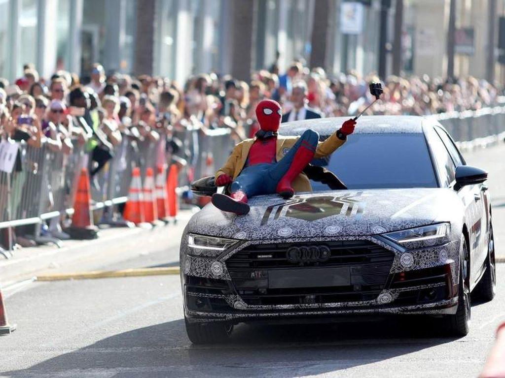 Spider-Man Narsis di Kap Mobil All New Audi