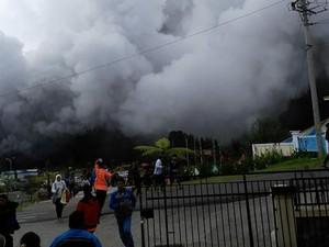 Material Letusan Kawah Sileri Dieng Membumbung Sampai 50 Meter