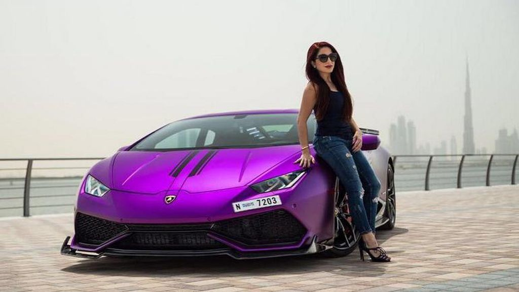 Seger, Mamah Muda Pecinta Lamborghini