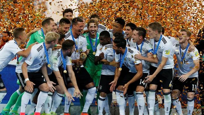 Timnas Jerman usai menjuarai Piala Konfederasi 2017 (Reuters / Carl Recine)