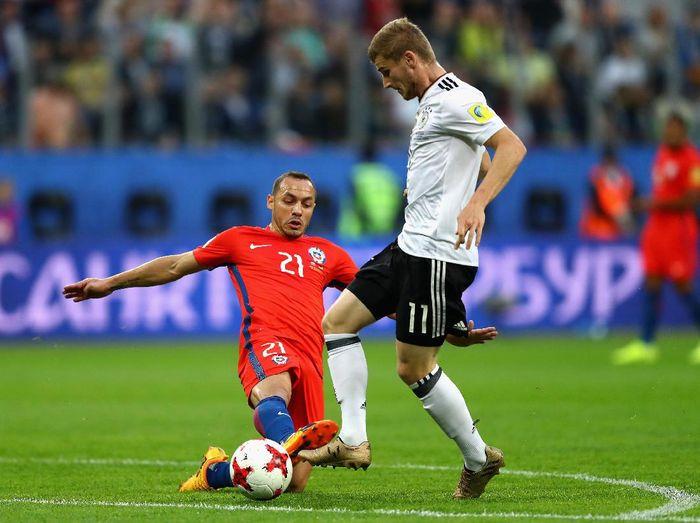 Bek Chile, Marcelo Diaz, saat melawan Jerman di Piala Konfederasi 2017. (Foto: Dean Mouhtaropoulos/Getty Images)