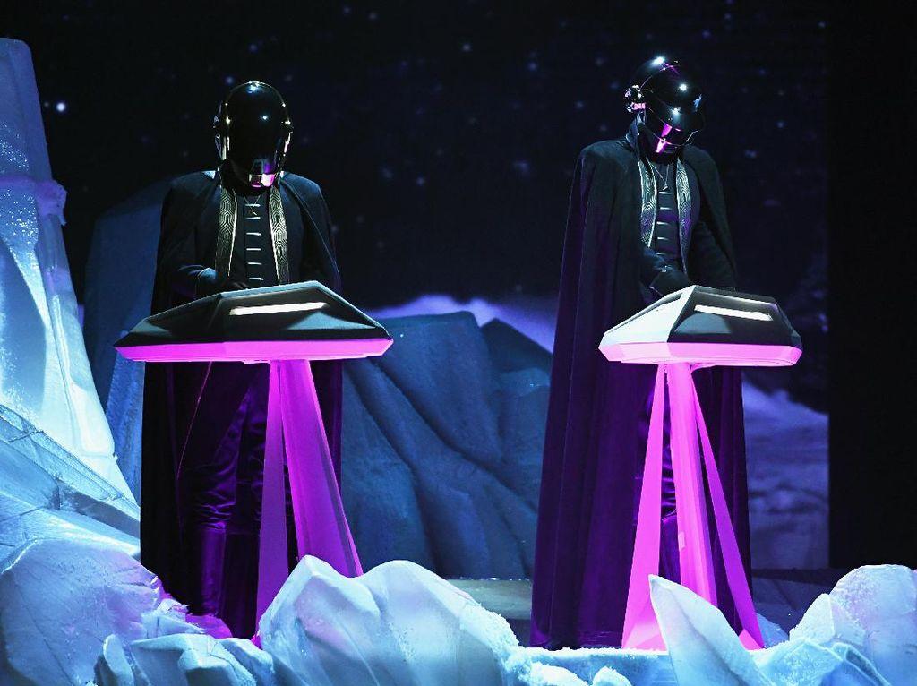 Dengarkan Lagi 6 Lagu Penuh Kenangan Daft Punk