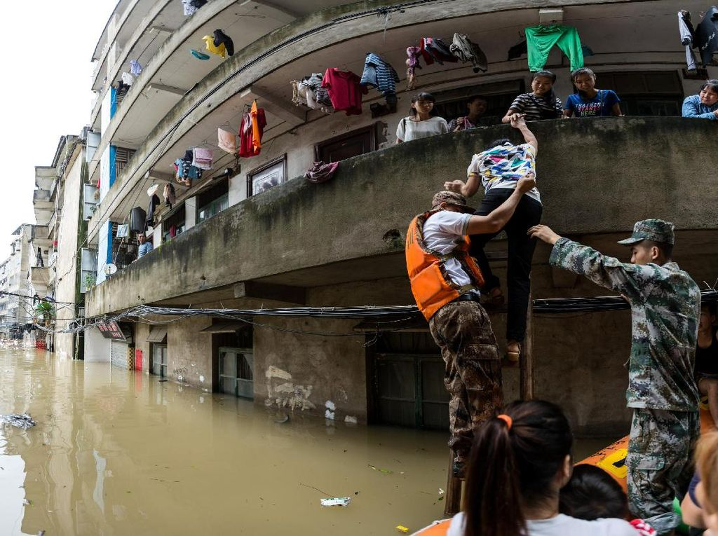 33 Orang Tewas Akibat Banjir di China