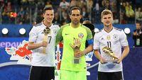 Julian Draxler Dapat Bola Emas, Claudio Bravo Jadi Kiper Terbaik