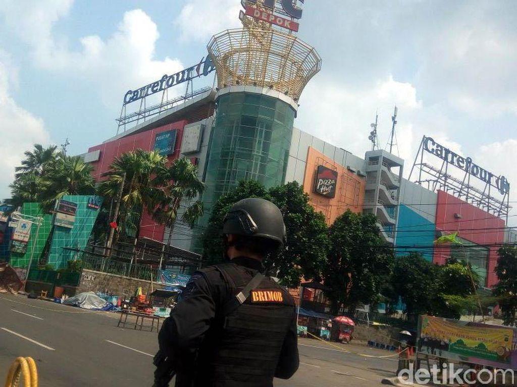 Ada Tas Tertinggal Diduga Bom di depan ITC Depok