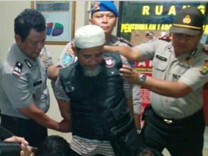 Beredar Foto Polisi Kepung Pria Berjenggot, Polisi: Itu Simulasi