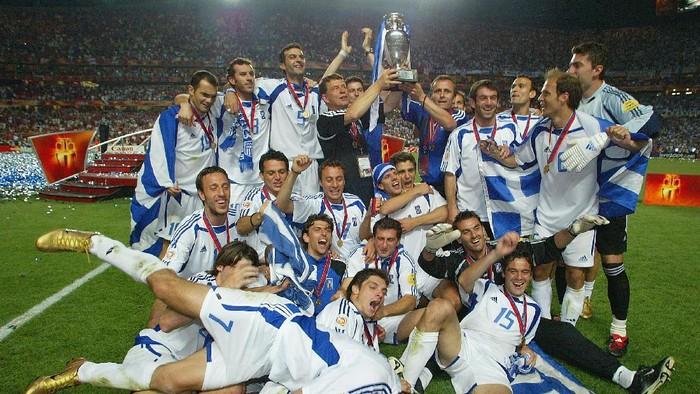 Keberhasilan Yunani menjuarai Piala Eropa 2004 (Foto: Ben Radford/Getty Images)