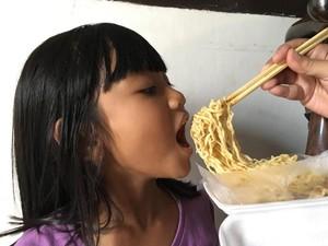 Anak Maunya Makan Mi Terus, Sehat Nggak Ya?