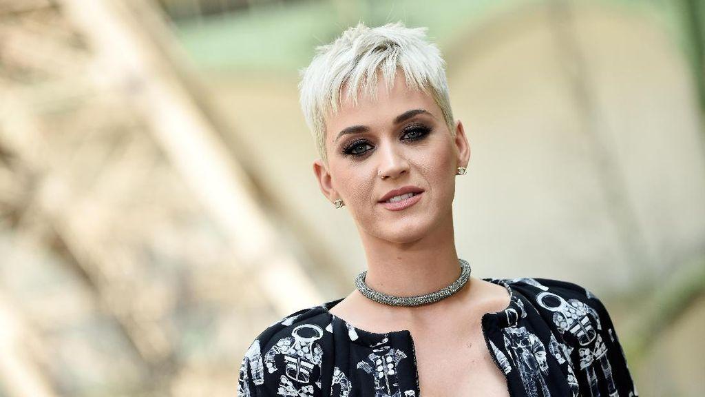 Katy Perry dan Patung Yesus Paling Terkenal di Dunia