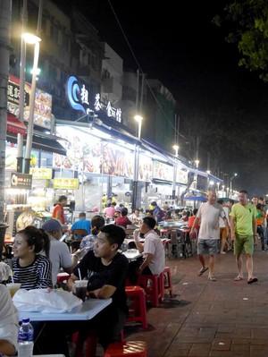 Wisata Kuliner Malam di Kuala Lumpur, Jalan Alor Tempatnya!