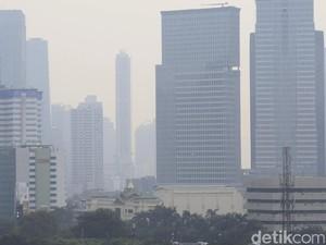 Gelapnya Langit Jakarta Usai Lebaran