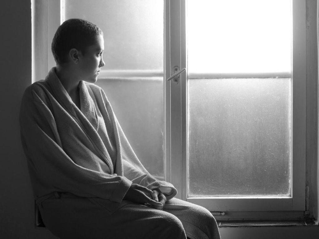 Saat Pasien Kanker Pakai Wig dan Dinyinyiri Awas Rambutnya Jatuh