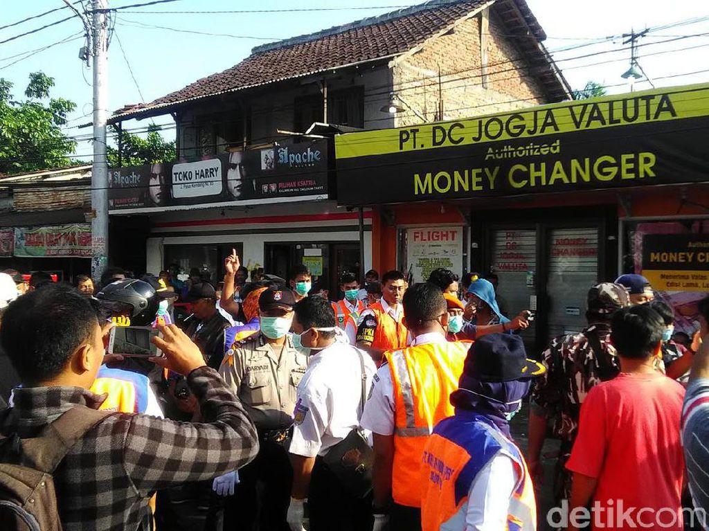 Pedagang di Jalan Pasar Kembang Pasrah Kiosnya Digusur