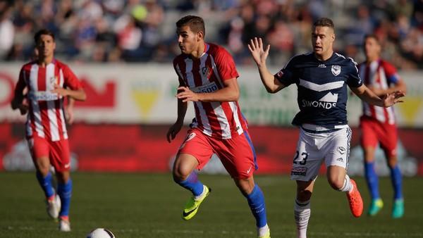 Madrid Bajak Theo Hernandez dari Atletico