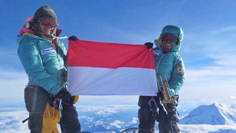 Dua Mahasiswi Unpar Taklukkan Gunung Tertinggi di 6 Benua