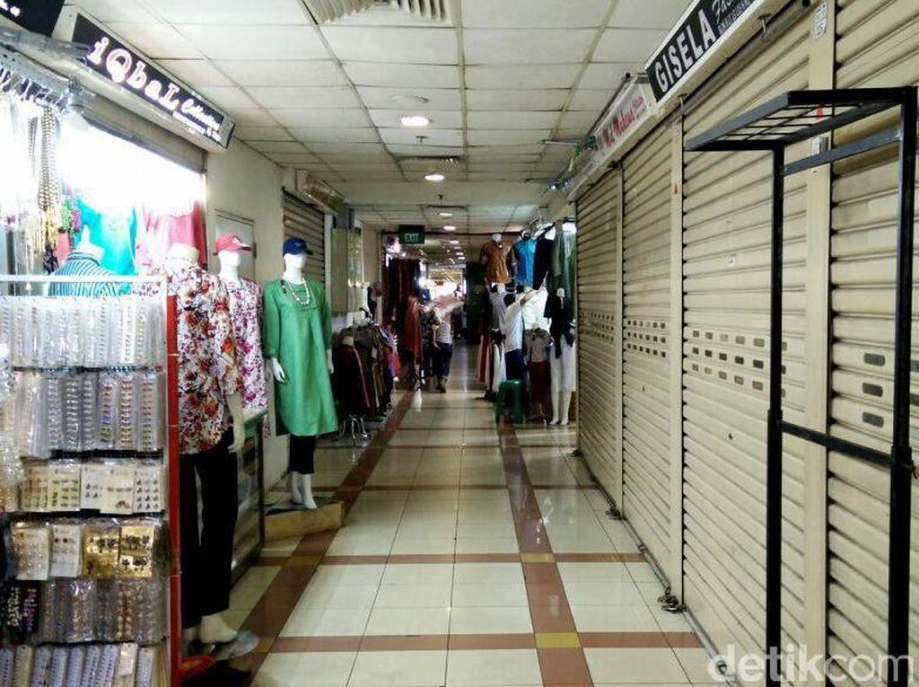 Pasar Tanah Abang Kosong Melompong
