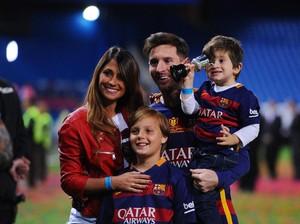 Saat Resepsi pun Messi Juga Sambil Beramal