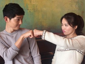 Berwajah <i>Baby Face</i>, Ini Rahasia Awet Muda Song Joong Ki dan Song Hye Kyo (1)